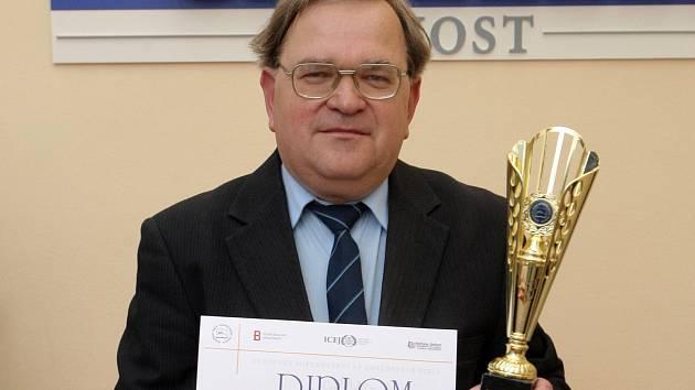 Zdeněk Soviš vyhrál první cenu v evropském mistrovství ve znalosti Bible.