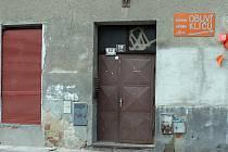 Dům v ulici Cyrilská, ve kterém se svou matkou chlapec bydlel.