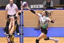 Vyrovnanou bitvu s vítěznou tečkou pro hostující Královo Pole přineslo třetí brněnské derby sezony, které hostily Šelmy v domácí hale v Kounicově ulici. Královopolanky vyhrály 3:2 na sety.