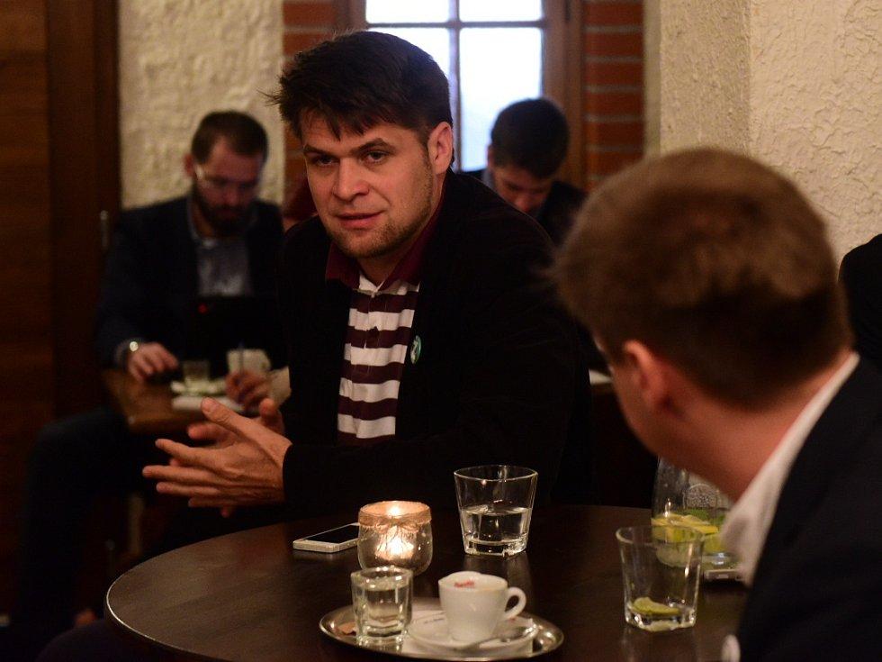 Doprava a vinařství. Hlavní dvě témata debaty jihomoravského Deník-busu v mikulovském hotelu Galant.