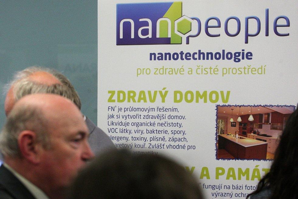 Nanotechnologie umožňují vědcům a jihomoravským firmám vylepšit vlastnosti obyčejných materiálů. Novinky z oboru představila ve středu na Nanodni v brněnském Biology parku Asociace nanotechnologického průmyslu České republiky.