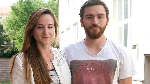 Čtyřiadvacetiletá studentka žurnalistiky Tereza Mrvová s přítelem Lukášem Kopečkem chtějí na toulkách s kávou po světě strávit asi rok.