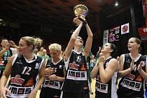 Brněnské basketbalistky ke čtrnáctému ligovému titulu dotáhla motivace, trenéři a dobře poskládaný kádr.