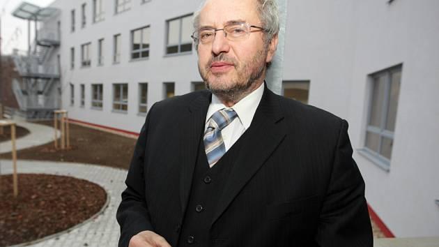 Rektor brněnského Vysokého učení technického Karel Rais