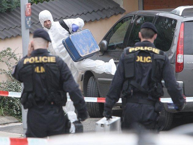 Případ čtyřnásobné vraždy, která se stala v Brně-Ivanovicích, vyšetřují jihomoravští kriminalisté.