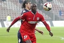 Zbrojovka (v červeném) prohrála se Slováckem 0:1.