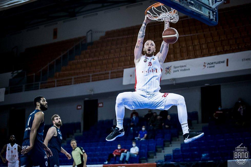 Basketbalista Šimon Puršl z Basketu Brno aktuálně předvádí famózní výkony.