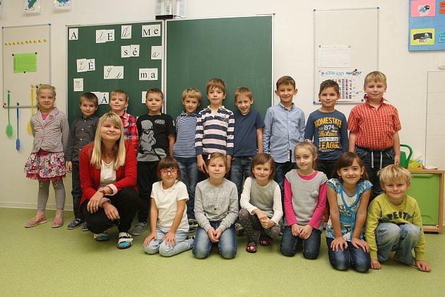 ZŠ Židlochovice. Na fotografii třída 1.Astřídní učitelkou Šárkou Fajglovou.