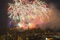 Tradiční již devatenáctou přehlídku ohňostrojů festivalu Ignis Brunensis zakončil pompézní ohňostroj z hradu Špilberk.