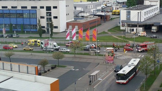 Dopravu vbrněnské Heršpické ulici vúterý ráno zkomplikovala nehoda tří aut.