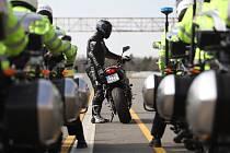 Policisté převzali nové služební motorky.