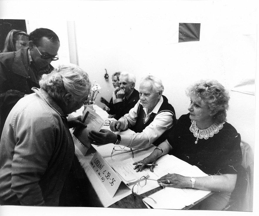Parlamentní volby v roce 1990 v Brně.