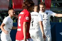Brněnský obránce Michal Tofl (vpravo) slaví první gól na mistrovství světa.