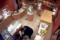 Zloději ukradli šperky v hodnotě přesahující 100 tisíc korun.