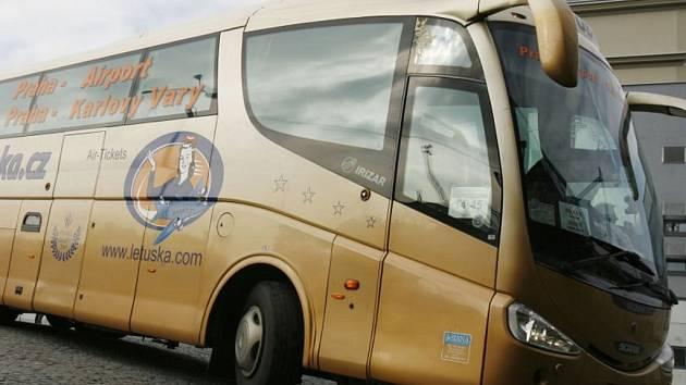 Autobus společnosti Asiana.