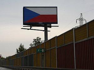 Za kampaně na nelegálních billboardech nemůžeme, hájí se politické strany