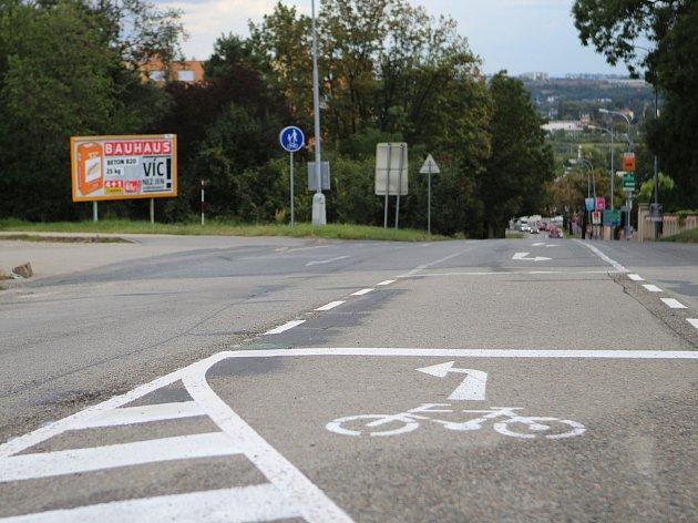 Nové cyklopruhy pro cyklisty v Jihlavské ulici.