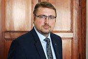 Předseda úřad pro dohled nad hospodařením politických stran a politických hnutí Vojtěch Weis.