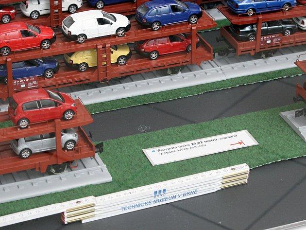 V Technickém muzeu je vystaven model nejdelšího vlaku vezoucího modely automobilů Škoda.