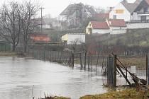 Velká voda letos způsobila škody i v Přibicích na Břeclavsku. Protipovodňové projekty v kraji však váznou.