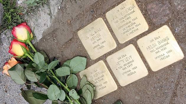 Stolpersteiny neboli Kameny zmizelých se objevily před domy v Bratislavské, Štěpánské, Žampachově a Vlhké a Táborské ulici.