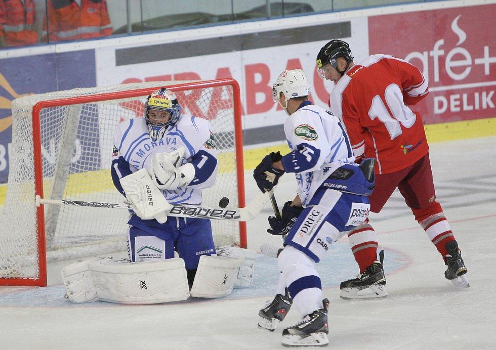 Pouhých třicet vteřin dělilo hokejovou Kometu od vítězství v předposledním přípravném zápase na novou extraligovou sezonu. Brňané v pátek po brance Davida Ostřížka neudrželi vedení nad Olomoucí a v úplném závěru vyrovnal na 1:1 Tomáš Mikúš.