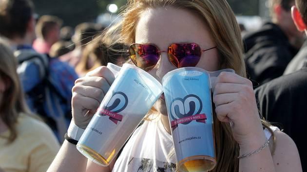 Studenti v pátek slavili na největší festivalu pro mladé na jižní Moravě. Brněnský Majáles přilákal do areálu výstaviště pětadvacet tisíc lidí.