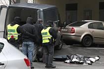 Mrtvý muž u hotelu Continental v Brně.