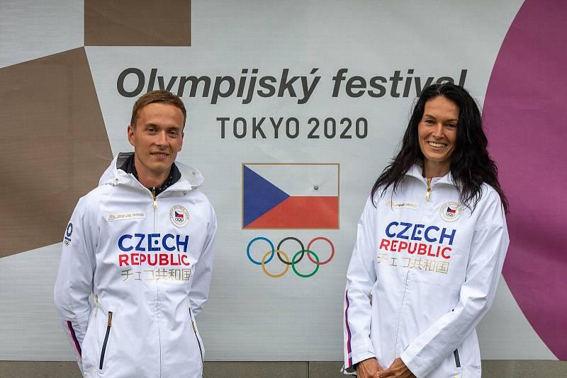 Hlavním cílem organizátorů olympijského festivalu bylo podle bývalé atletky Šárky Kašpárkové především přivést děti zpět ke sportu. Na snímku s manažerem sportovního programu Davidem Novotným.