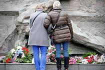 Před 77 lety vznikl Protektorát Čechy a Morava. Věnce na památku obětí nacistické okupace položili lidé v Brně.