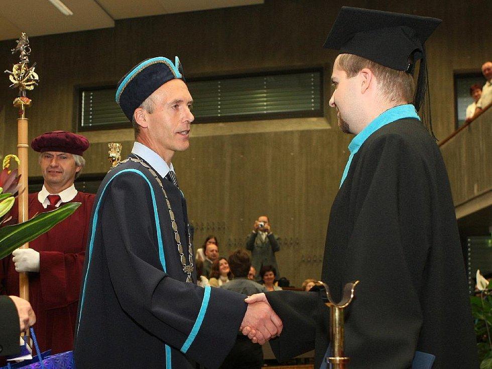 Leoš Zelníček je stotisícím absolventem VUT.