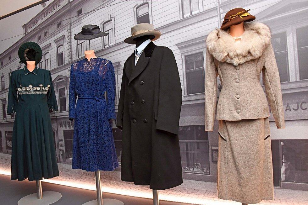 Výstava Vlněná elegance první republiky v brněnském Technickém muzeu.