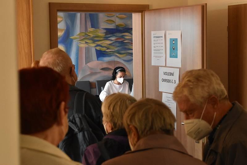 Volby v adamovském kulturním domě - pátek.