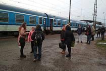 Kvůli výluce brněnského hlavního nádraží musí více lidé využívat nádraží v Židenicích.
