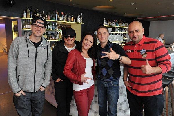 Jiří Korn dodatečně pokřtil klip snázvem World Dance Family. Klip začal vznikat již loni a hudbu kněmu vytvořili známí hudební producenti Atrey Ryan a DJ Wich.