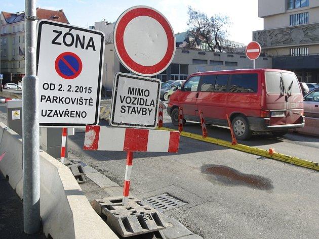 Archeologové se pustili do výkopových prací v brněnské Veselé ulici na místě, kde v budoucnu vznikne tříposchoďové podzemní parkoviště.