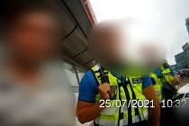 Cizinec se nejdříve snažil strážníky přesvědčit, že nepil
