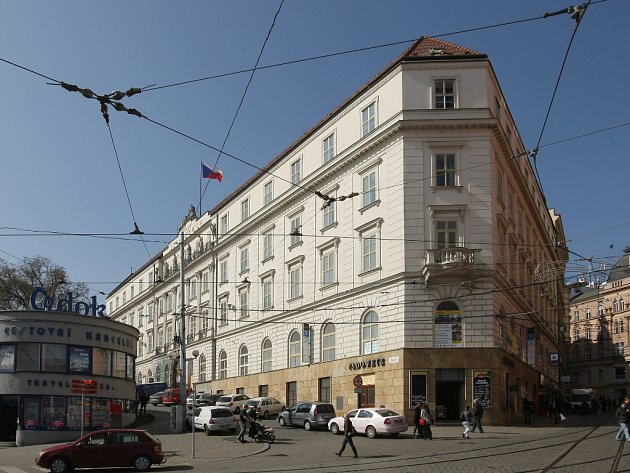 V paláci Padowetz byl až do roku 1946 hotel. Později kanceláře a hodně známý bufet.