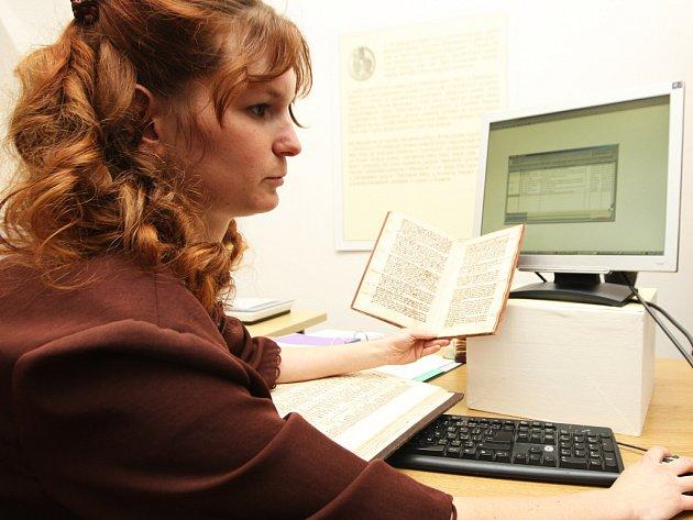 Postup digitalizace a katalogizace rozsáhlého archivu rukopisů a starých tisků vysvětlili pracovníci Muzea Brněnska v Rajhradě.