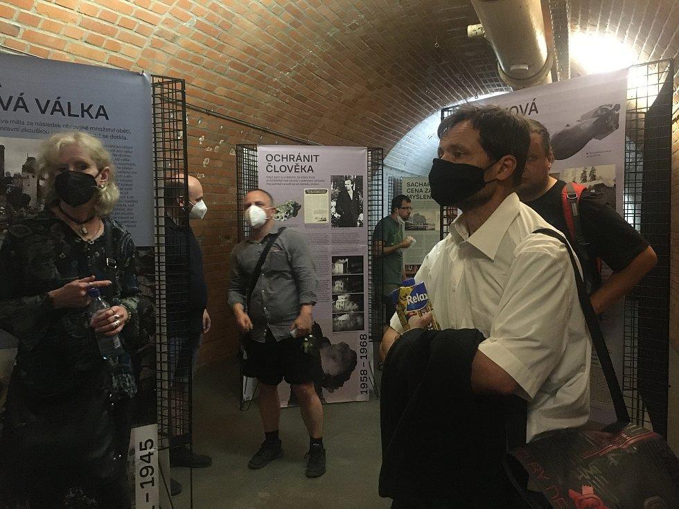 Vernisáž výstavy ke stému výročí narození disidenta Andreje Sacharova.