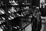 Družstvo Snaha jako stejnojmenný obchod na náměstí Svobody v domě U Čtyř mamlasů nabízelo zákazníkům obuv.