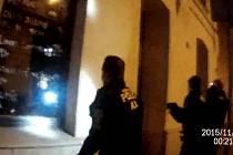 Strážníci zadrželi zloděje, který se vloupal do prodejny potravin v Brně.