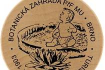 Turistická známka botanické zahrady v Kotlářské ulici.