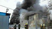 Hasiči bojovali s požárem výrobní haly.