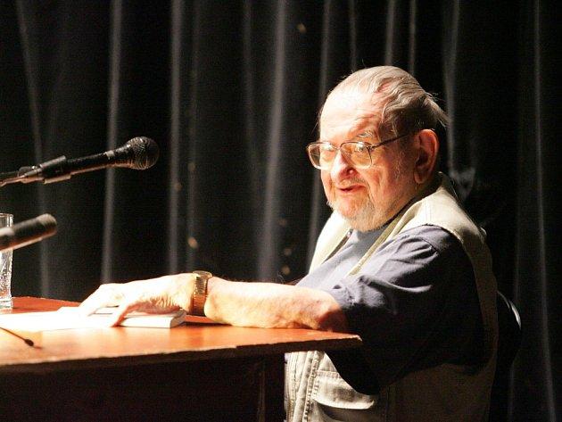 Jan Trefulka na literárním festivale Měsíc autorského čtení v Divadle Husa na provázku.