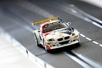 Brněnští vysokoškoláci v úterý soutěžili v univerzitním kole Freescale Race Challenge, tedy v závodě samořídících autíček.
