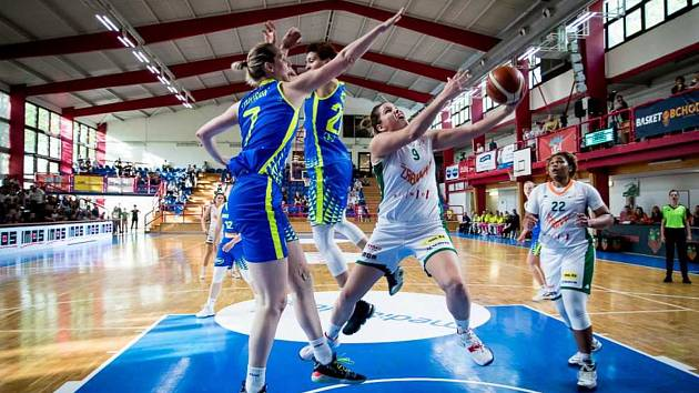 Basketbalistky Žabin Brno (v bílo-zelených dresech) tentokrát odehrály daleko povedenější klání.