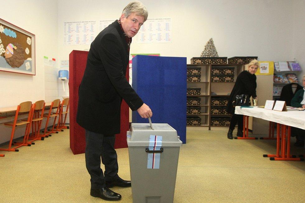 Svůj hlas do urny vhodil i bývalý primátor a současný poslanec Roman Onderka.
