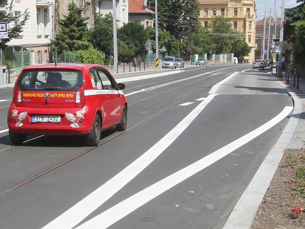 Nové dopravní značení v brněnské Údolní ulici.