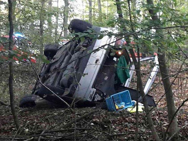 V nemocnici skončili tři lidé poté, co jejich auto v sobotu podvečer havarovalo na Brněnsku. Nehoda se stala na silnici mezi brněnským Útěchovem a Adamovem na Blanensku.